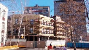 Фасад из листового металла окрашенного