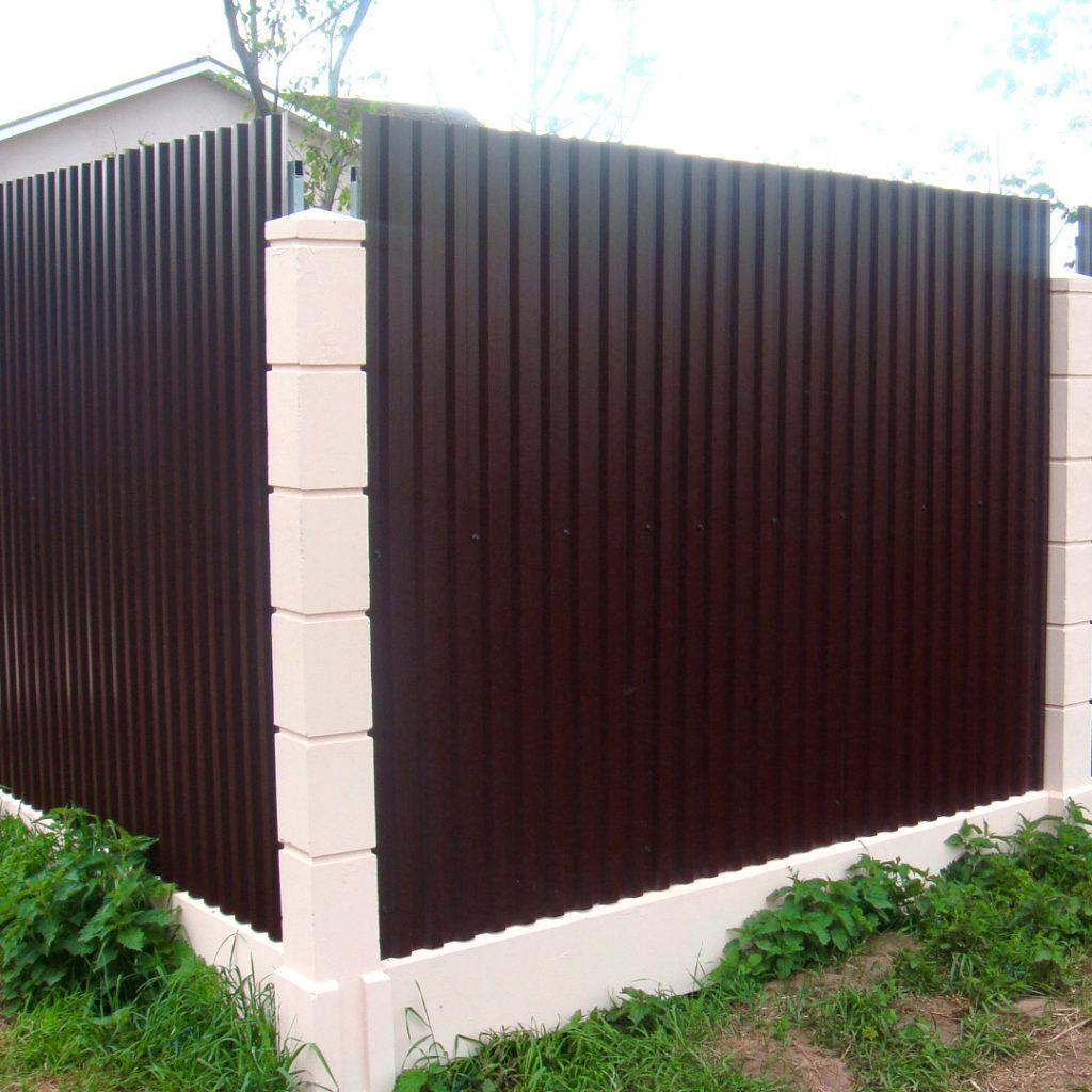Забор из оцинкованного профнастила С8
