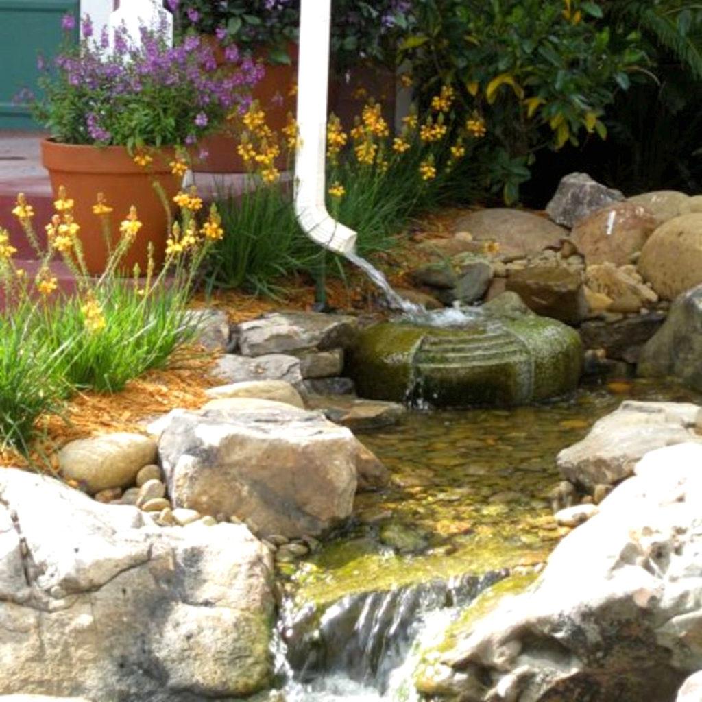 Колено водостока и сухой ручей для слива воды с кровли