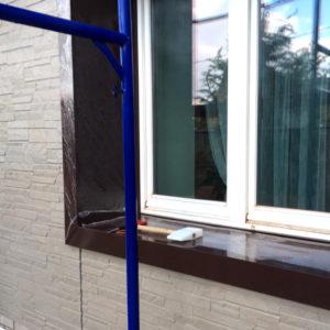 Откос из оцинкованной стали. Установка на фасаде