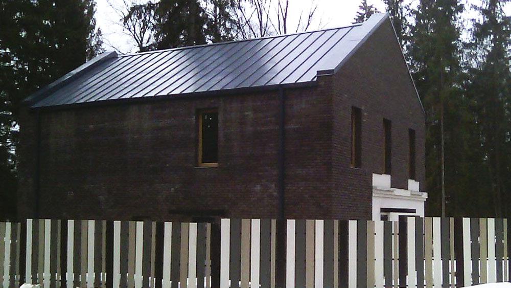 Здание, покрытое металлом