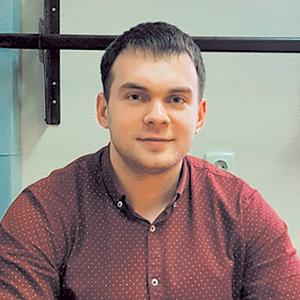 Менеджер Никита Савельев