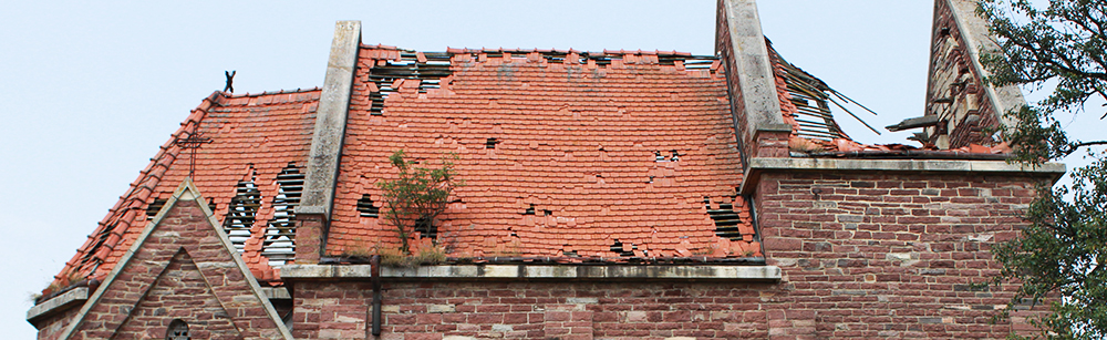 Парапет на крыше здания