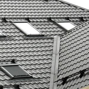 Металлочерепица оцинкованная на крыше дома